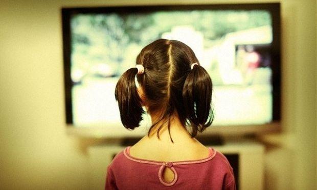 Πόσες ώρες επιτρέπεται να βλέπει το παιδί μου τηλεόραση;