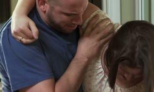 Αυτή η γυναίκα δεν ήξερε ότι ήταν έγκυος και έπαθε σοκ όταν το μωρό προσγειώθηκε στο πάτωμα!(βίντεο)