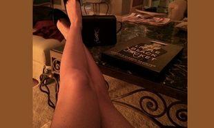 Αυτά τα πόδια ανήκουν σε πασίγνωστη Ελληνίδα μαμά! Πάει κάπου το μυαλό σας; (εικόνα)