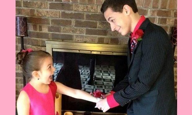 Αυτή η φωτογραφία με τα δύο παιδιά έγινε viral! Ο λόγος θα σας συγκινήσει... (εικόνα)