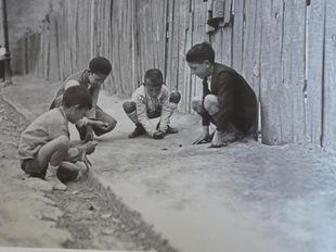 Έτσι έπαιζαν παλιά τα παιδιά όταν δεν υπήρχαν ούτε τηλέφωνα, ούτε videogames, ούτε διαδίκτυο!