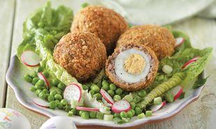 Βραστά αβγά παναρισμένα με κιμά από λουκάνικο!