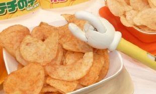 Θες να μάθεις πώς θα φας πατατάκια χωρίς καν να τα ακουμπήσεις;