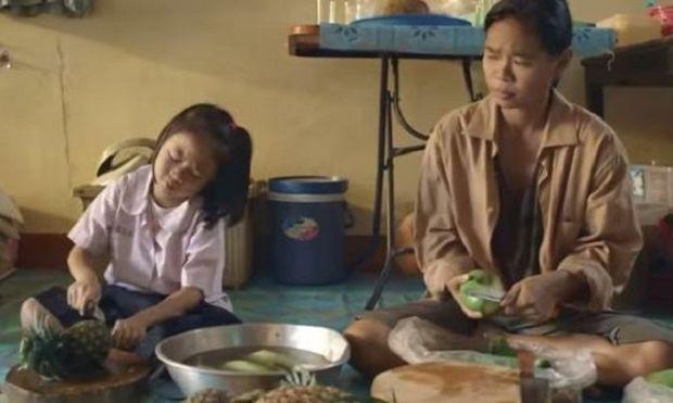 Αυτή η μαμά δίνει ένα πολύτιμο μάθημα ζωής στην κόρη της! Δείτε το βίντεο και θα καταλάβετε!