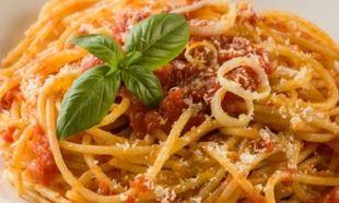 Σπαγγέτι με εύκολη σάλτσα ντομάτας