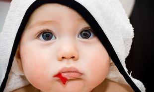 Είναι φυσιολογικό τα μωρά να βγάζουν γουλιές από αίμα;