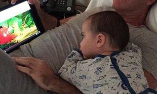 Πασίγνωστος μπαμπάς κοιμήθηκε την ώρα που έβλεπε το «Lion King» με το παιδί του! (εικόνες)