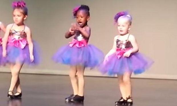 Είναι μόνο 4 ετών, αλλά μόλις άρχισε η μουσική κανείς δεν περίμενε την αντίδρασή της! (βίντεο)