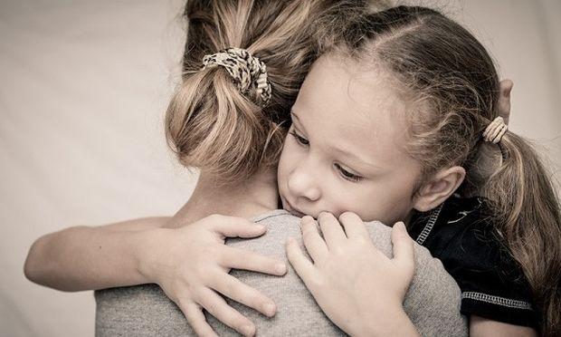 Πώς εξηγούμε στο παιδί την απώλεια του γονέα;