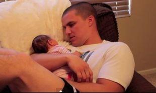 Ποιος είπε ότι το να είσαι μπαμπάς είναι εύκολο; Ένα απολαυστικό βίντεο που πρέπει να δείτε!