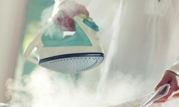 Συμβουλή για όλες τις νοικοκυρές: Έτσι θα καθαρίσετε το σίδερο πανεύκολα