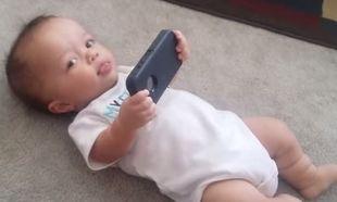 Δείτε τι συμβαίνει όταν δίνουν σε αυτό το μωρό το κινητό τηλέφωνο! (βίντεο)