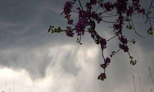 Παραμένει άστατος ο καιρός: Πού θα σημειωθούν καταιγίδες