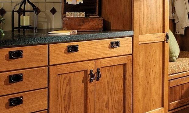 Έτσι θα απομακρύνετε τις δαχτυλιές και τις βρωμιές από τα ντουλάπια της κουζίνας