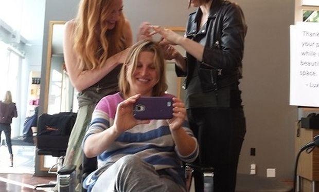 Αυτή η μαμά άφησε την 4χρονη κόρη της να της χτενίσει τα μαλλιά. Τη συνέχεια ούτε που τη φαντάζεστε