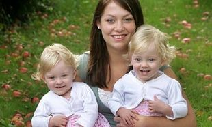 «Πήγαμε στο γιατρό να ακούσουμε την καρδούλα του μωρού μας. Ξαφνικά δύο καρδούλες, δύο ανθρωπάκια, δύο ψυχούλες!»