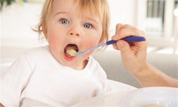 Επιτρέπεται να ρίχνουμε αλάτι στο φαγητό του παιδιού μας;