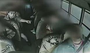 Παιδί οδήγησε σχολικό λεωφορείο όταν ο οδηγός έχασε τις αισθήσεις του! (βίντεο)