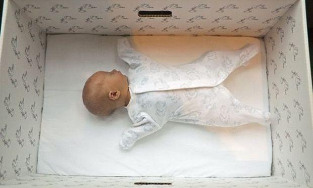 Δείτε γιατί τα μωρά στη Φιλανδία κοιμούνται σε χάρτινα κουτιά!