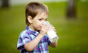 «Το παιδί μου δεν πίνει γάλα. Τι να κάνω;» Η διατροφολόγος του Mothersblog, συμβουλεύει!