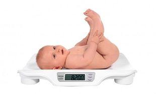 Πόσα κιλά πρέπει να ζυγίζει ένα μωρό που θηλάζει;