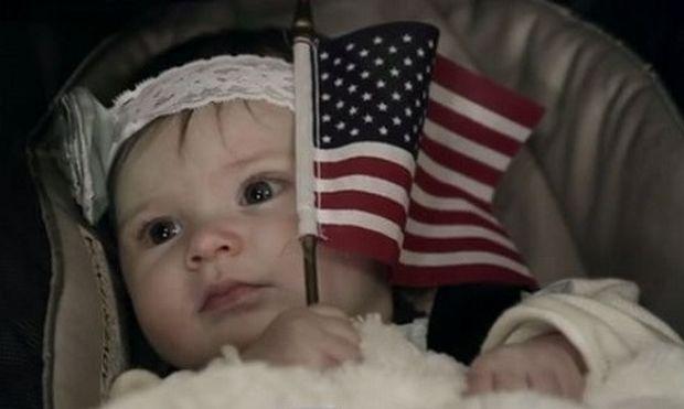 Δείτε την αντίδραση του μπαμπά μόλις βλέπει για πρώτη φορά τη μικρή του πριγκίπισσα. Θα δακρύσετε! (βίντεο)