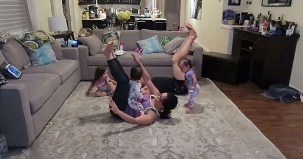 Γυμναστική με 3 παιδιά: Ακατόρθωτο; Το βίντεο θα σας λύσει την απορία