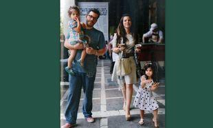 Βόλτα στο κέντρο για την οικογένεια Βαρθακούρη
