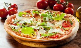 Συνταγή για την πιο εύκολη καλοκαιρινή πίτσα της μαμάς