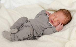 Είναι μόλις δύο ημερών - Η πρώτη φωτογραφία του μωρού τους...