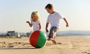 5+2 τρόποι να δροσίσετε το παιδί σας το καλοκαίρι