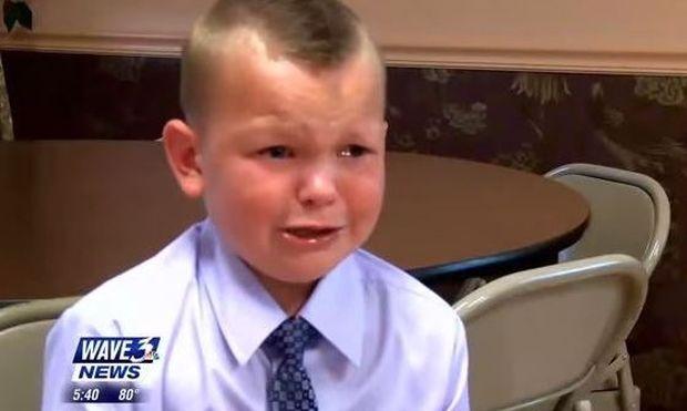 Αυτό το αγόρι συγκίνησε τους πάντες σώζοντας τη ζωή του πατέρα του από βέβαιο θάνατο! (βίντεο)