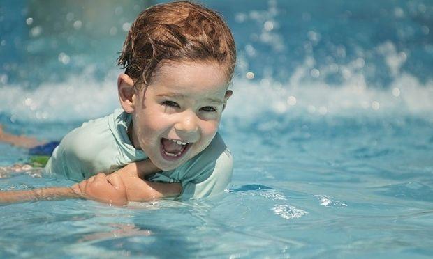 Ένα αγόρι πέθανε, μια ώρα μετά αφότου κολύμπησε σε πισίνα. Όλοι οι γονείς πρέπει να δείτε αυτό το βίντεο!