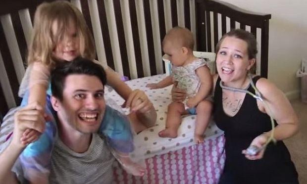 Πανέμορφο! Σε λίγους μήνες θα γίνουν γονείς και σκέφτηκαν τον πιο πρωτότυπο τρόπο να το ανακοινώσουν (βίντεο)