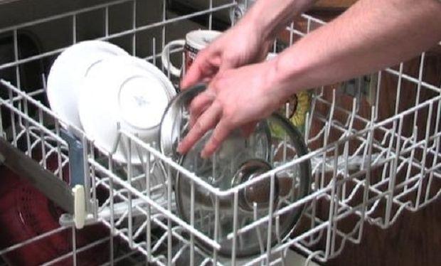 Αυτό είναι το μυστικό για να καθαρίσετε το πλυντήριο πιάτων!