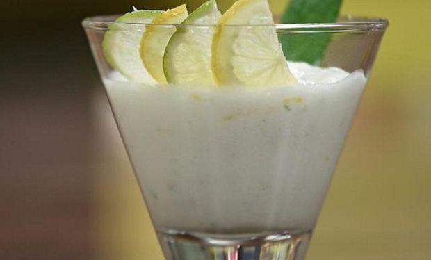 Συνταγή για δροσιστικό γλυκό γιαούρτι με λεμόνι!