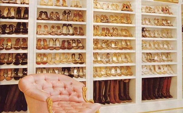 Κι όμως: Αυτά τα παπούτσια ανήκουν σε πασίγνωστη τραγουδίστρια μαμά! (εικόνα)