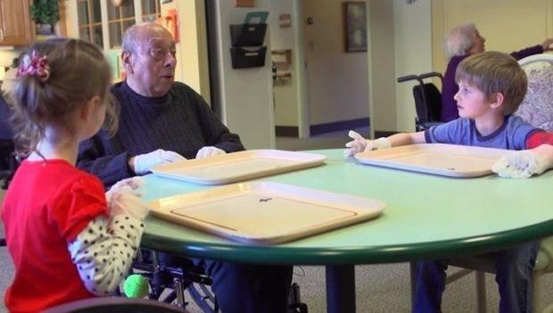 Συγκινητικό: Συστέγασαν νηπιαγωγείο και γηροκομείο! (βίντεο)