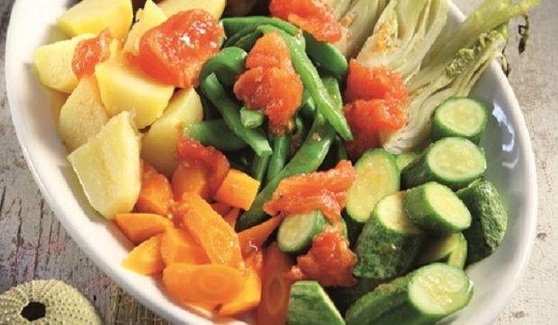 Βραστή καλοκαιρινή σαλάτα