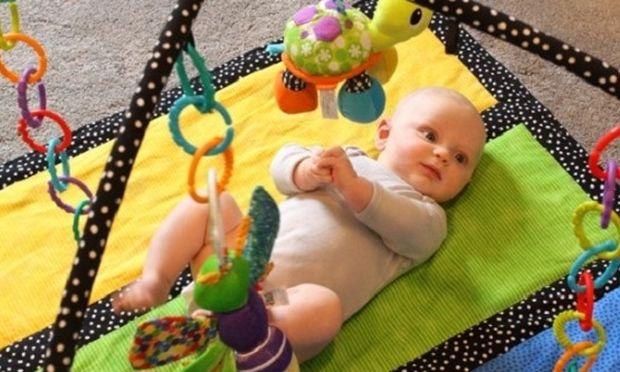 Αυτά είναι τα κατάλληλα παιχνίδια για το νεογέννητο μωρό σας!