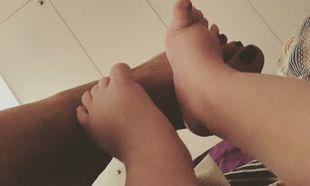 Ελληνίδα ηθοποιός μας δείχνει τα πατουσάκια του μωρού της! (εικόνα)