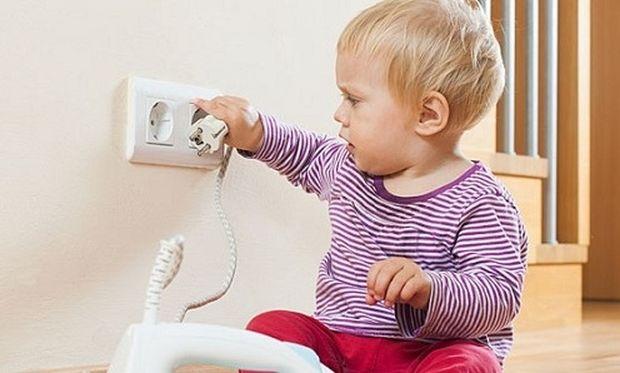 Γονείς προσοχή: Αυτά είναι τα πιο επικίνδυνα αντικείμενα για το μωρό σας