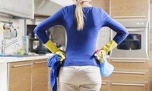Δε φαντάζεστε τι πρέπει να κάνετε για να αστράψουν τα ντουλάπια της κουζίνας!