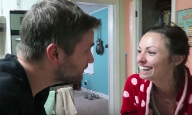 Αυτός ο μπαμπάς κατάφερε το ακατόρθωτο: Ανακοίνωσε στη γυναίκα του ότι είναι έγκυος πριν εκείνη καν το αντιληφθεί! (βίντεο)