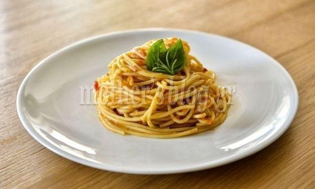 Μακαρονάδα με φρέσκια ντομάτα σε λιγότερο από 15 λεπτά από τον Γιώργο Γεράρδο