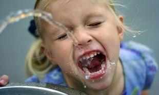 Έξι τρόποι που θα κάνουν τα παιδιά σας να πίνουν πιο πολύ νερό!