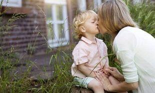 «Μη μου λέτε να μη φιλάω τα παιδιά μου στο στόμα!»