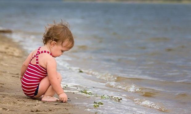 Παιδιά στην παραλία: Ένα βίντεο που θα σας φτιάξει τη μέρα!