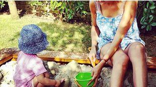 Αγαπημένη πρωταγωνίστρια παίζει με την κόρη της και «λιώνει» το Instagram! (εικόνα)