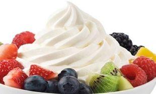 Συνταγή για παγωμένο γιαούρτι με φρούτα με 3 υλικά!